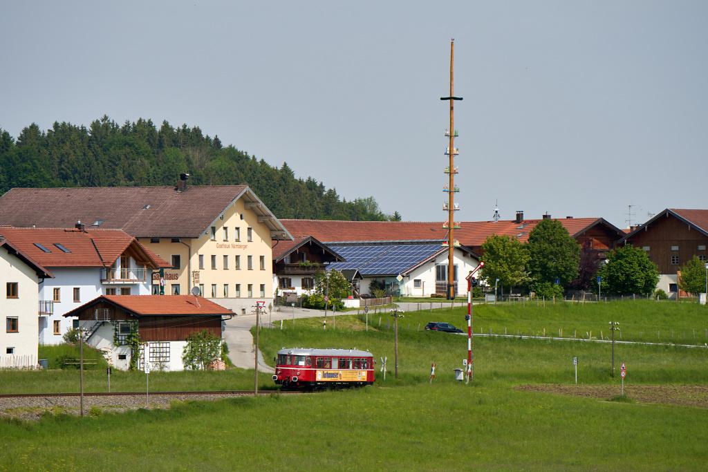 http://bahn.es85.de/25JahreLiniensternMuehldorf/CLB_VT26_Hoerpolding.jpg