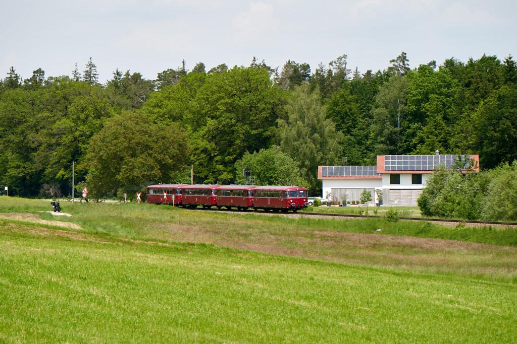 http://bahn.es85.de/25JahreLiniensternMuehldorf/PEF_798706_Kastl.jpg
