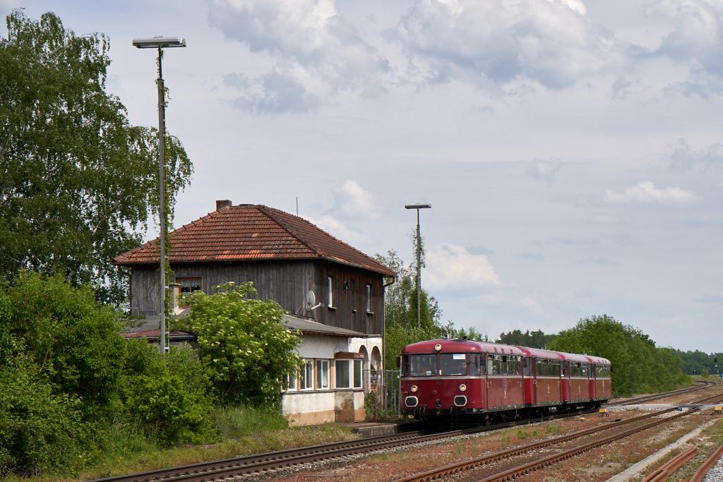 http://bahn.es85.de/25JahreLiniensternMuehldorf/PEF_798776_Pirach.jpg